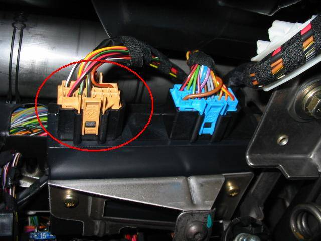 Extending Key Fob Antenna Range By Vw Vortex's Bootymac. Take A Look Inside And Locate The Two Wire Harnesses Disconnect Beigeblack One Golfgti Models Have Beige Harness While Jettas Black. Volkswagen. Wiring Harness Vw Mk4 Interior At Scoala.co